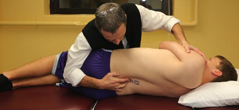 International Academy of Orthopedic Medicine – United States (Modèle Cyriax) - Examen Clinique, Diagnostic Différentiel et Mobilisations & Manipulations Vertébrales Lombaires Récidivantes, Segmentaires, Instabilité